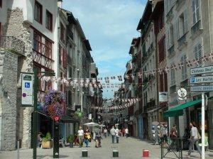 Basque flags at Bayyone
