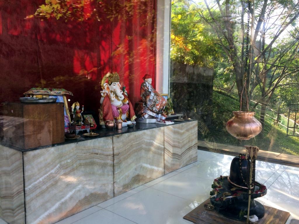 小さな、でもちゃんとしたリンガの置かれた、シヴァ神を奉っている寺院。